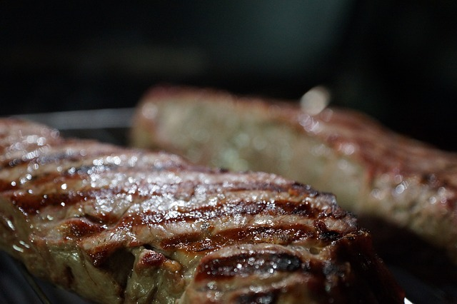 Unsere Kugelgrill Rezepte: Saftiges Steak durch indirektes Garen
