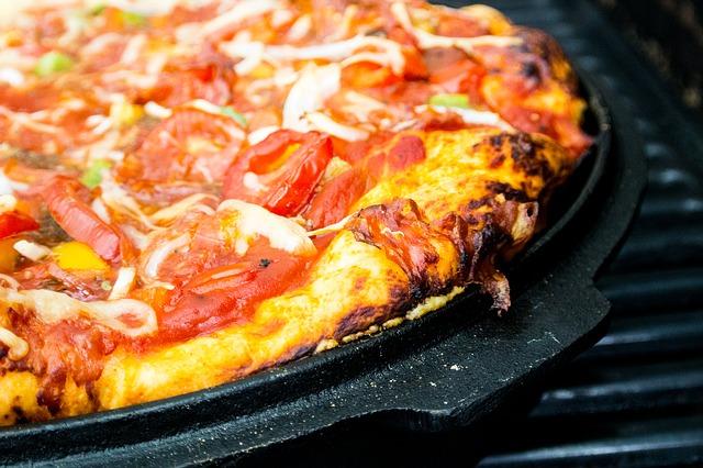 Wer einen Smoker kaufen möchte, der kann sich auch auf leckere Pizza freuen