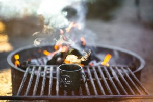 Lotusgrill anzünden und die Nachbarn vor dem Rauch bewahren