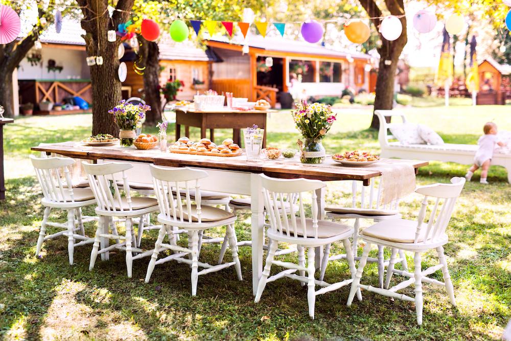 7 deko ideen f r eine grillparty mit kindern spa f r die kleinen. Black Bedroom Furniture Sets. Home Design Ideas